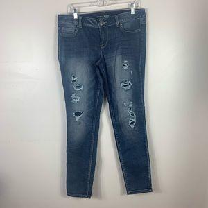 Dark wash destroyed jeans straight/ skinny leg